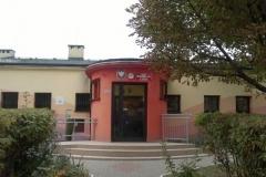 Wejście do przedszkola na Dąbrowskiego